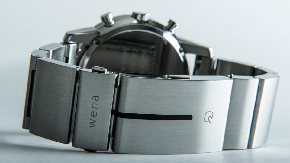 «Wear electronics naturally» er tanken bak Wena.
