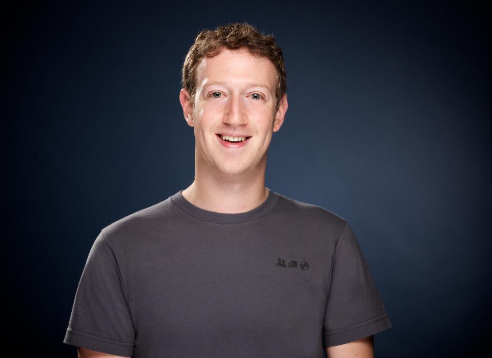 Toppsjefen i Facebook, Mark Zuckerberg, håper å ha alle på nett i 2020.