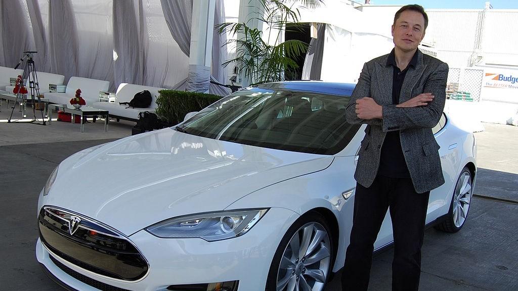 Tesla-sjefen tror de er kun to år unna selvkjørende biler.