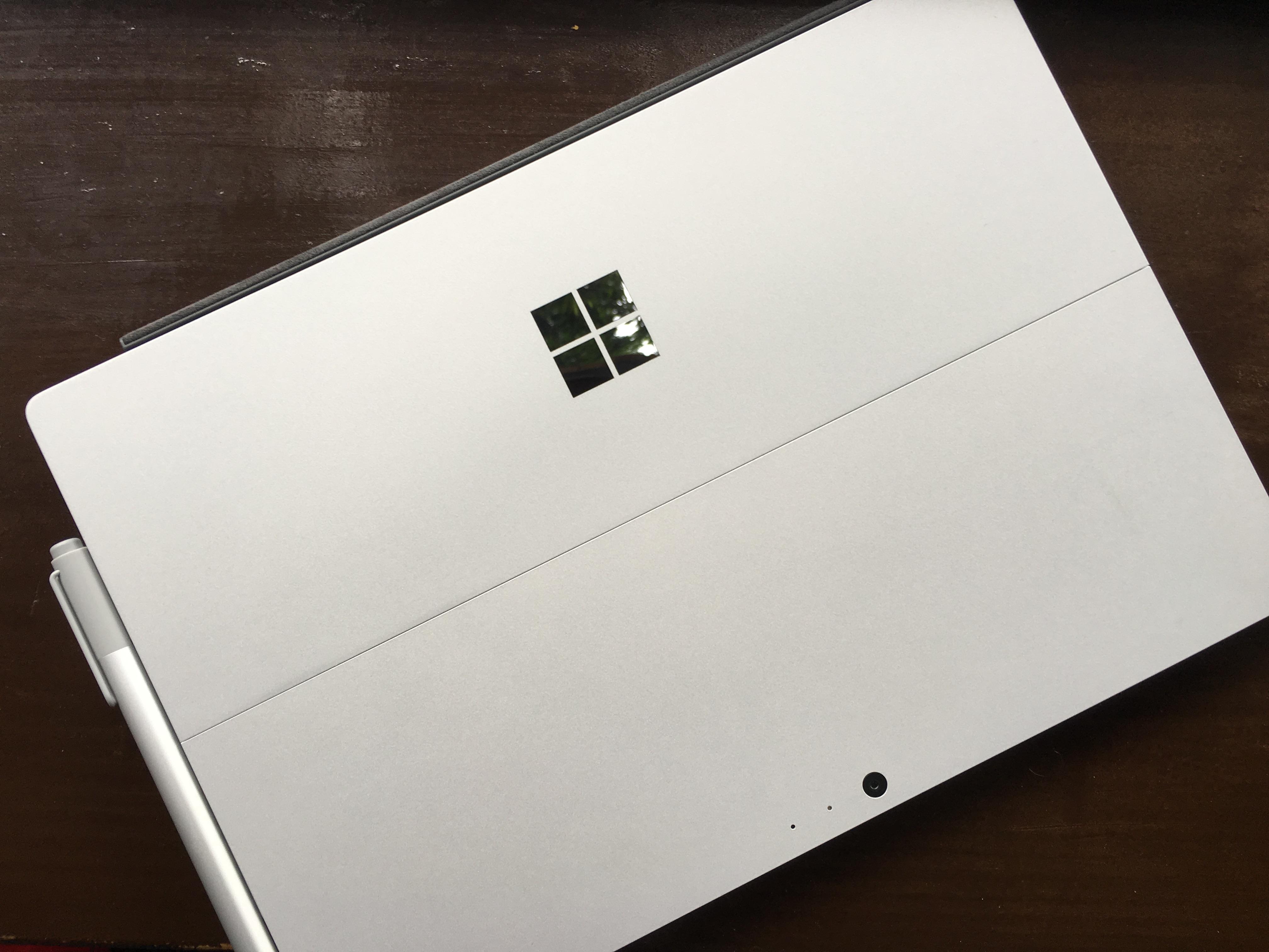 Surface Pro 4 tar seg svært godt ut samtidig som vi ikke er redde for at den skal ripe lett.