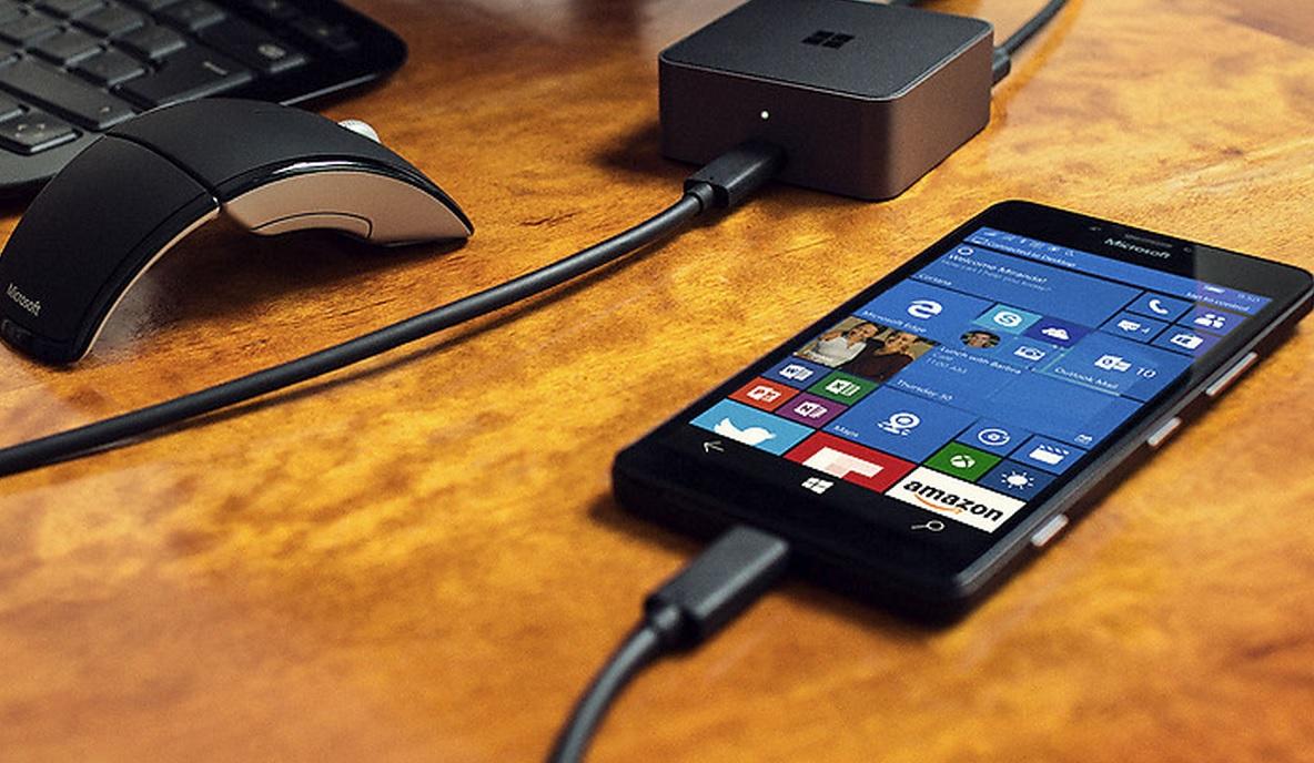 En app-butikk, ett OS: planen til Microsoft er fryktelig logisk og strømlinjeformet, men med 1,7 mobil-markedsandel i USA, blir dette tøft. På bildet: Lumia 950 kan også brukes som PC.