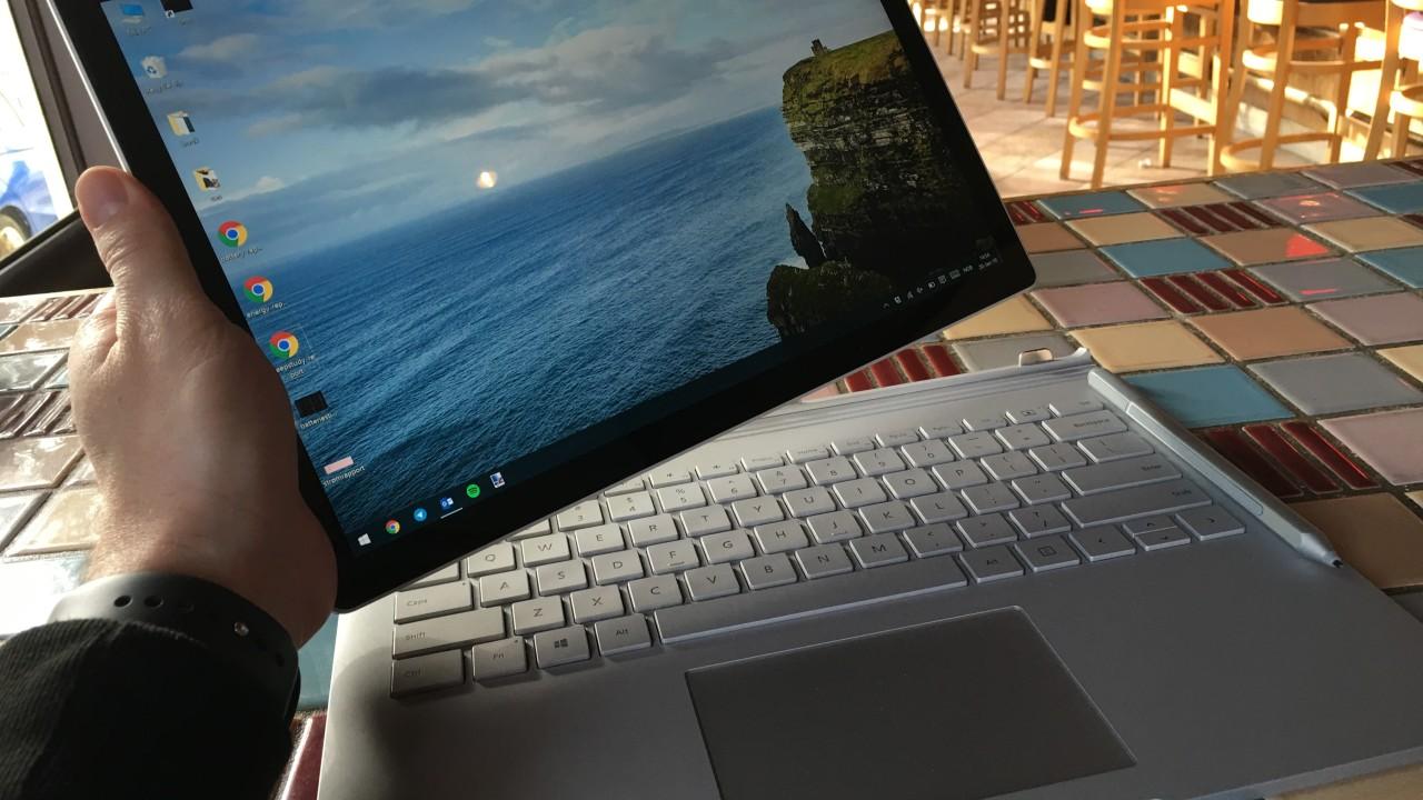 Hold inne en knapp på tastaturet, og den bærbare blir et nettbrett.
