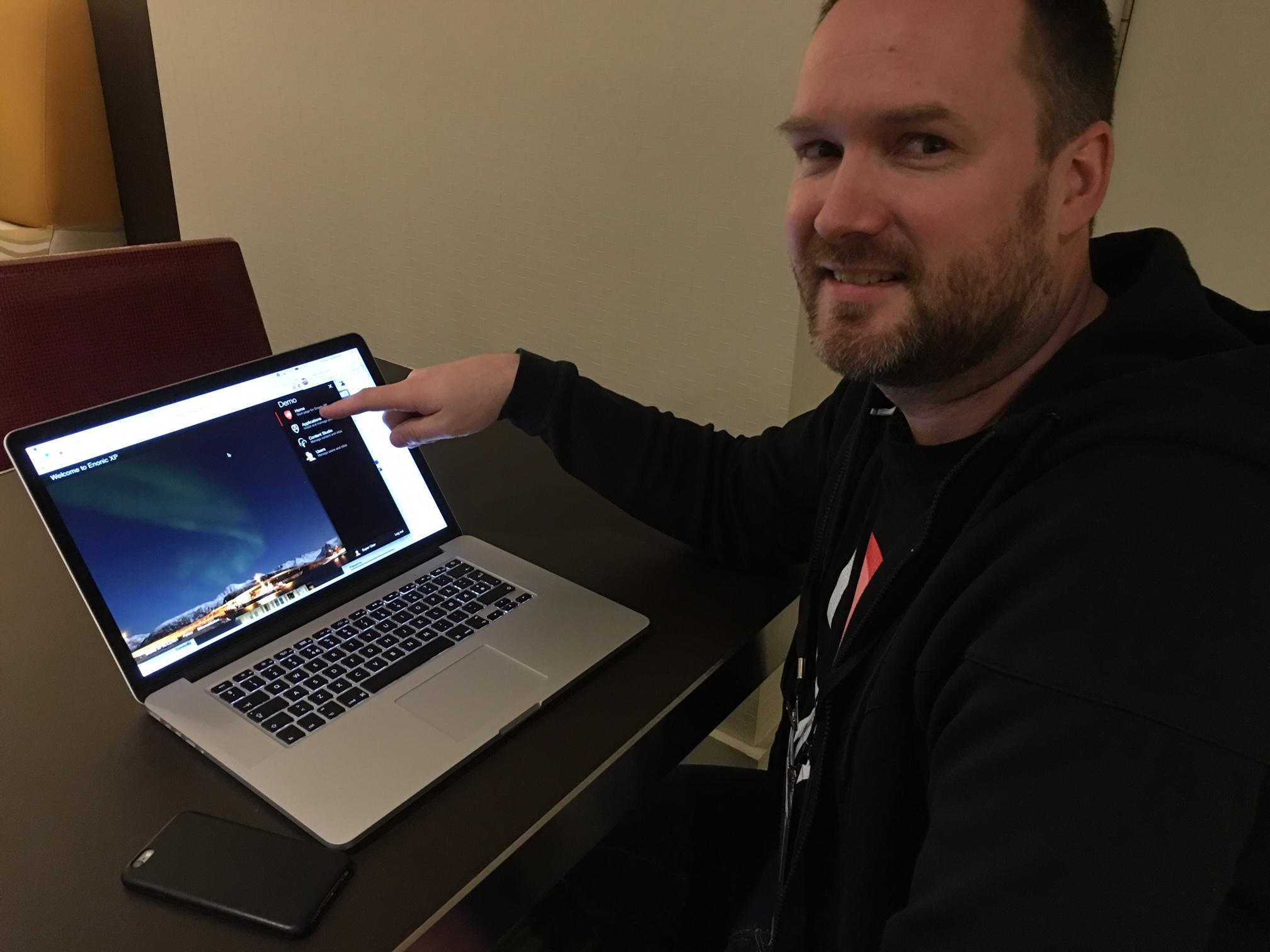 Thomas Lund Sigdestad demonsterte Enonics nye utvikler-OS.