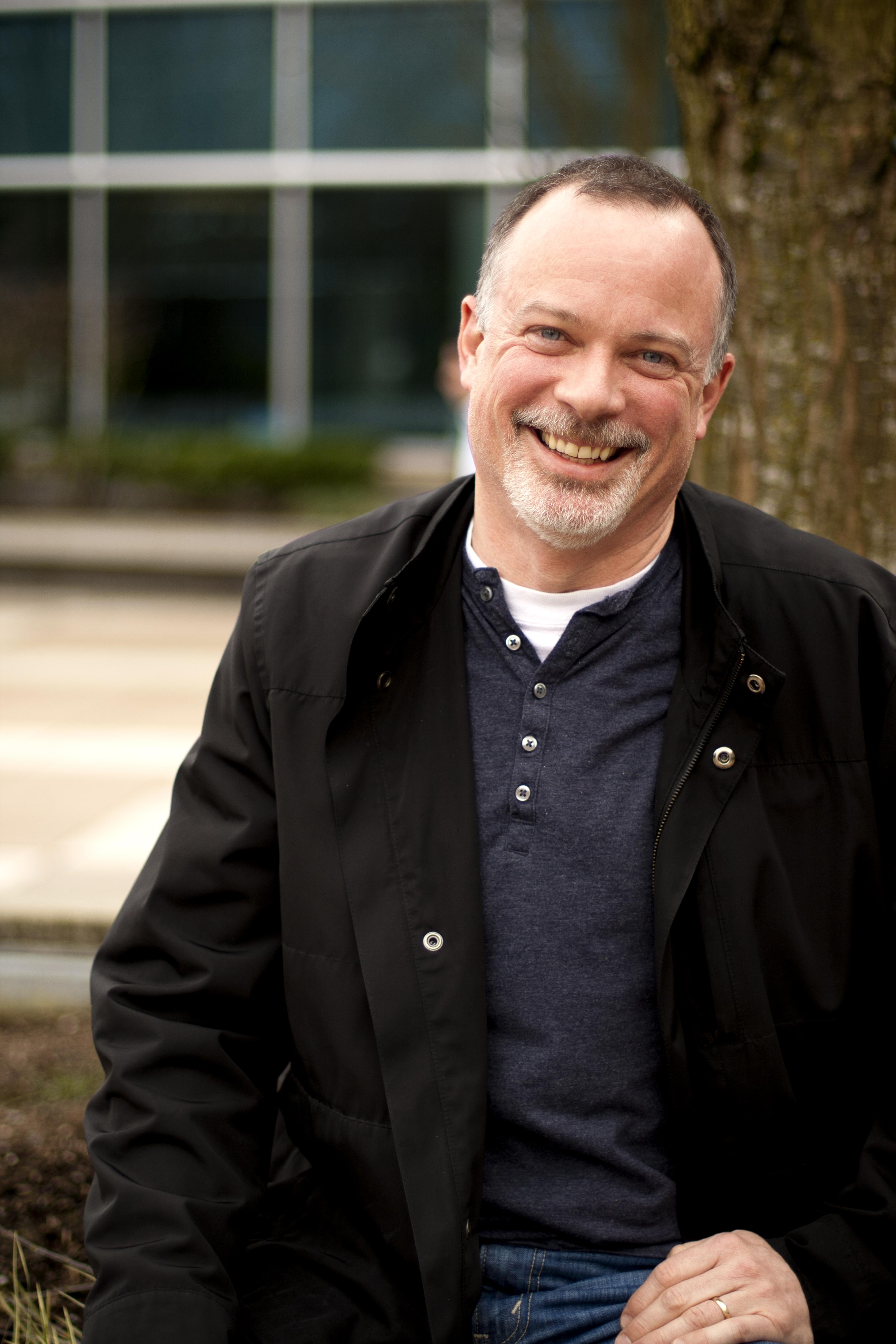 Greg Sullivan vet at Microsoft ligger bak på mobil-markedsandel, men hevder at de er bedre rustet for fremtiden enn konkurrentene.