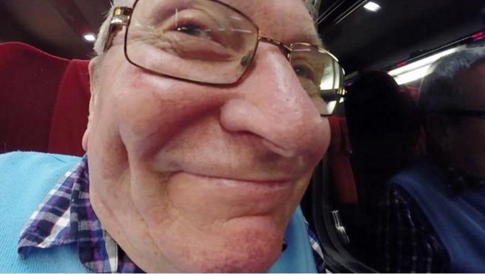 Howard Newman var helt uvitende om at han pekte kameraet feil vei hele ferieturen.