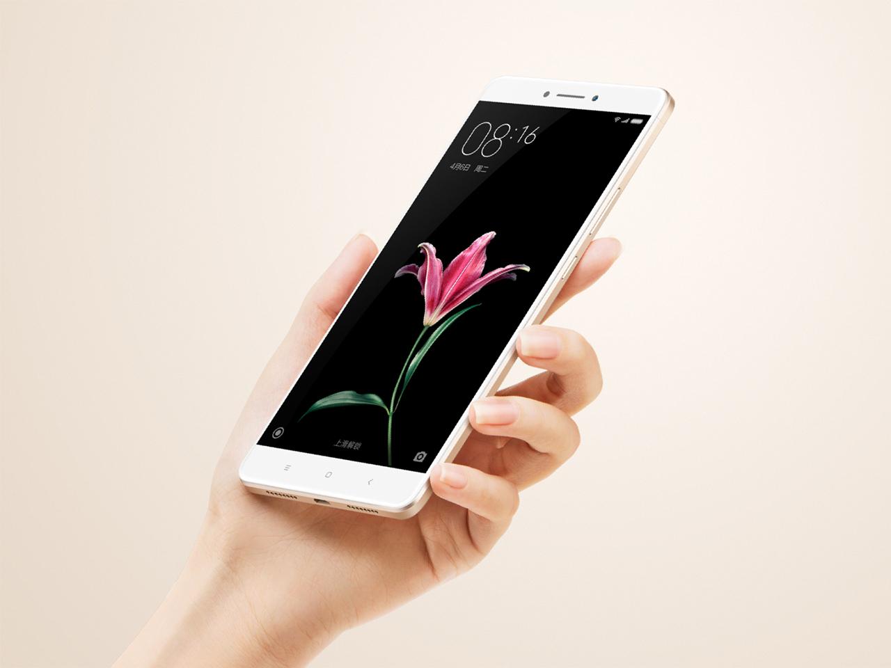 Xiaomi viser frem Mi Max på en utradisjonell måte.