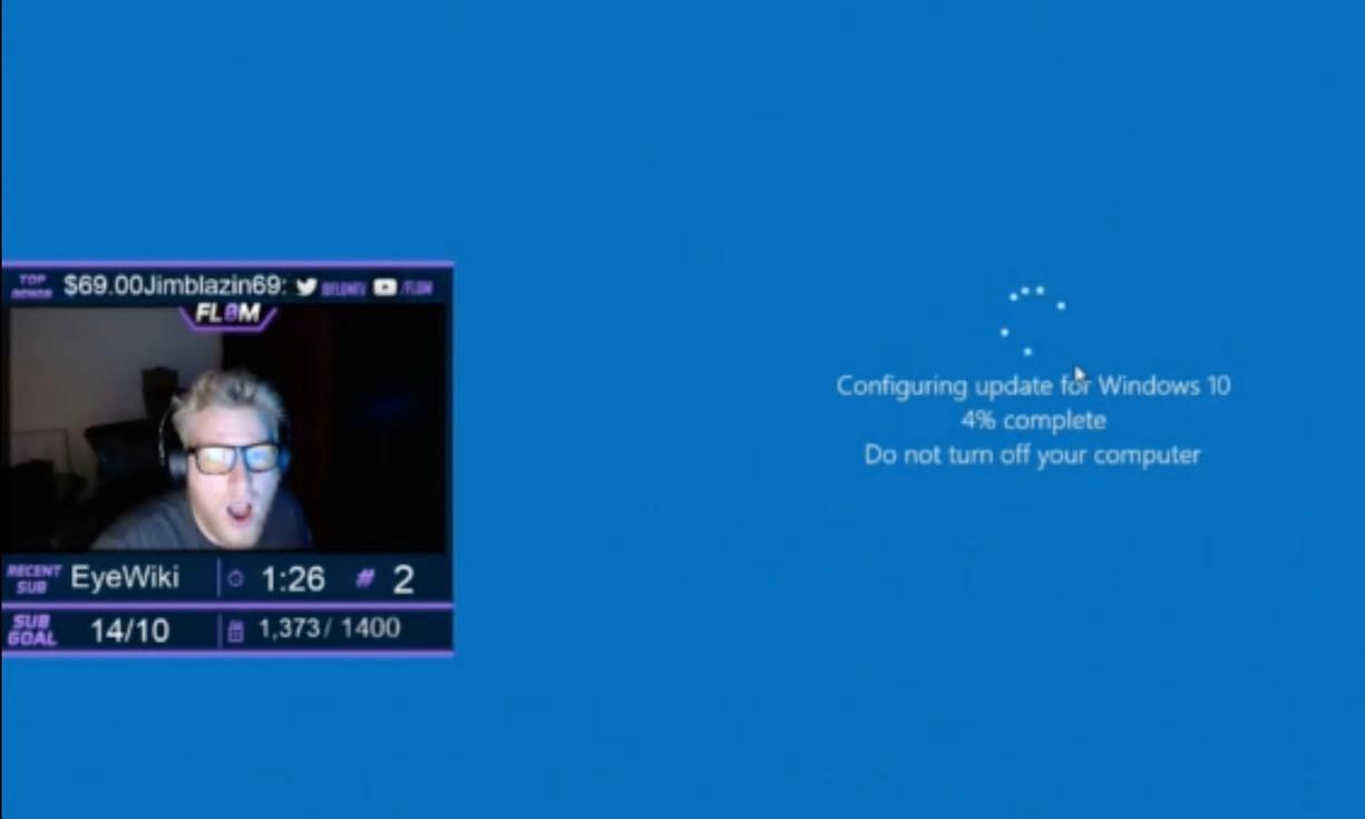 Her autooppdaterer Windows 10 under spillingen.