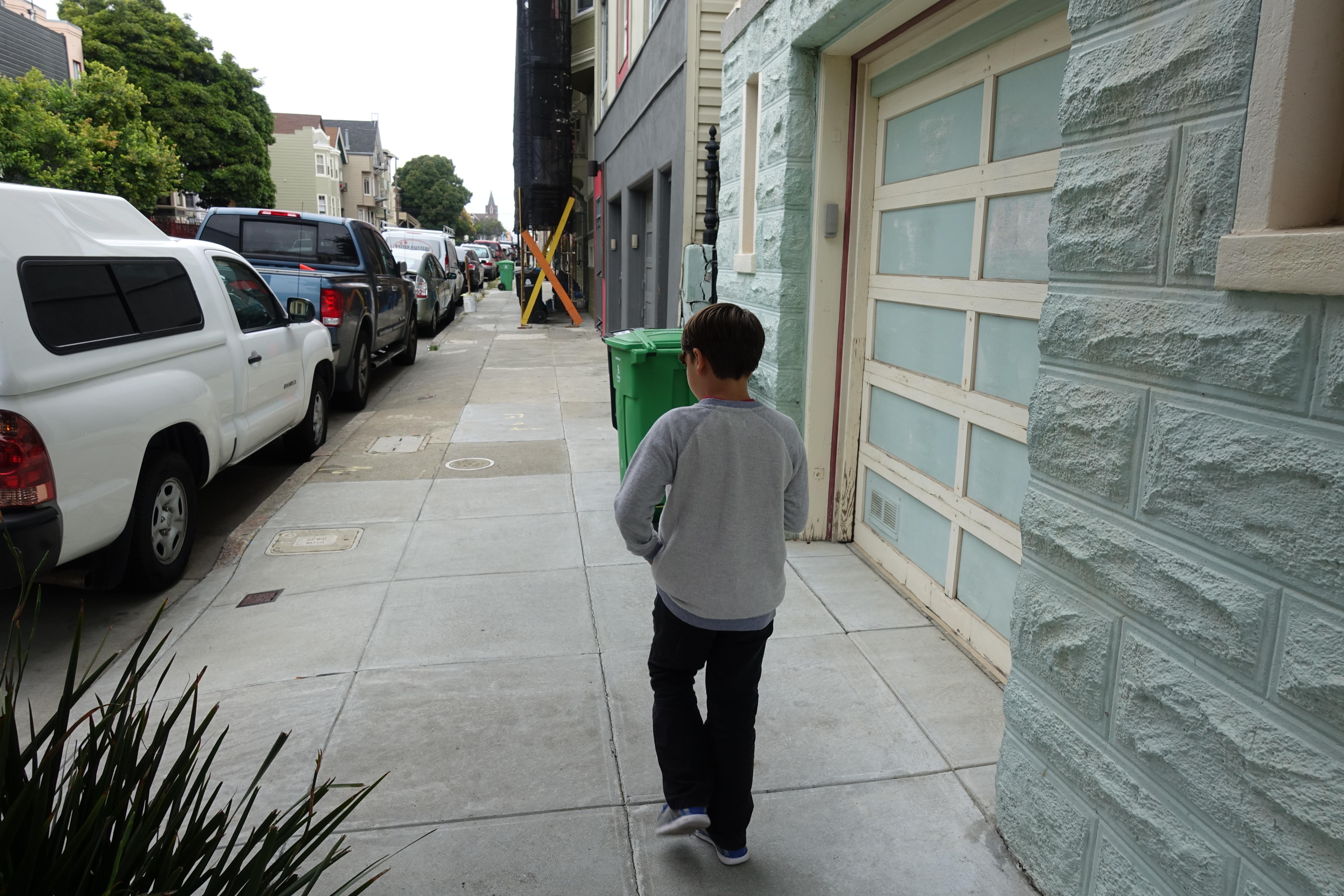 Gatelangs i San Francisco på jakt etter de små monstrene. Vi har møtt mange andre spillere på vår vei, og de fleste av dem godt over 20.