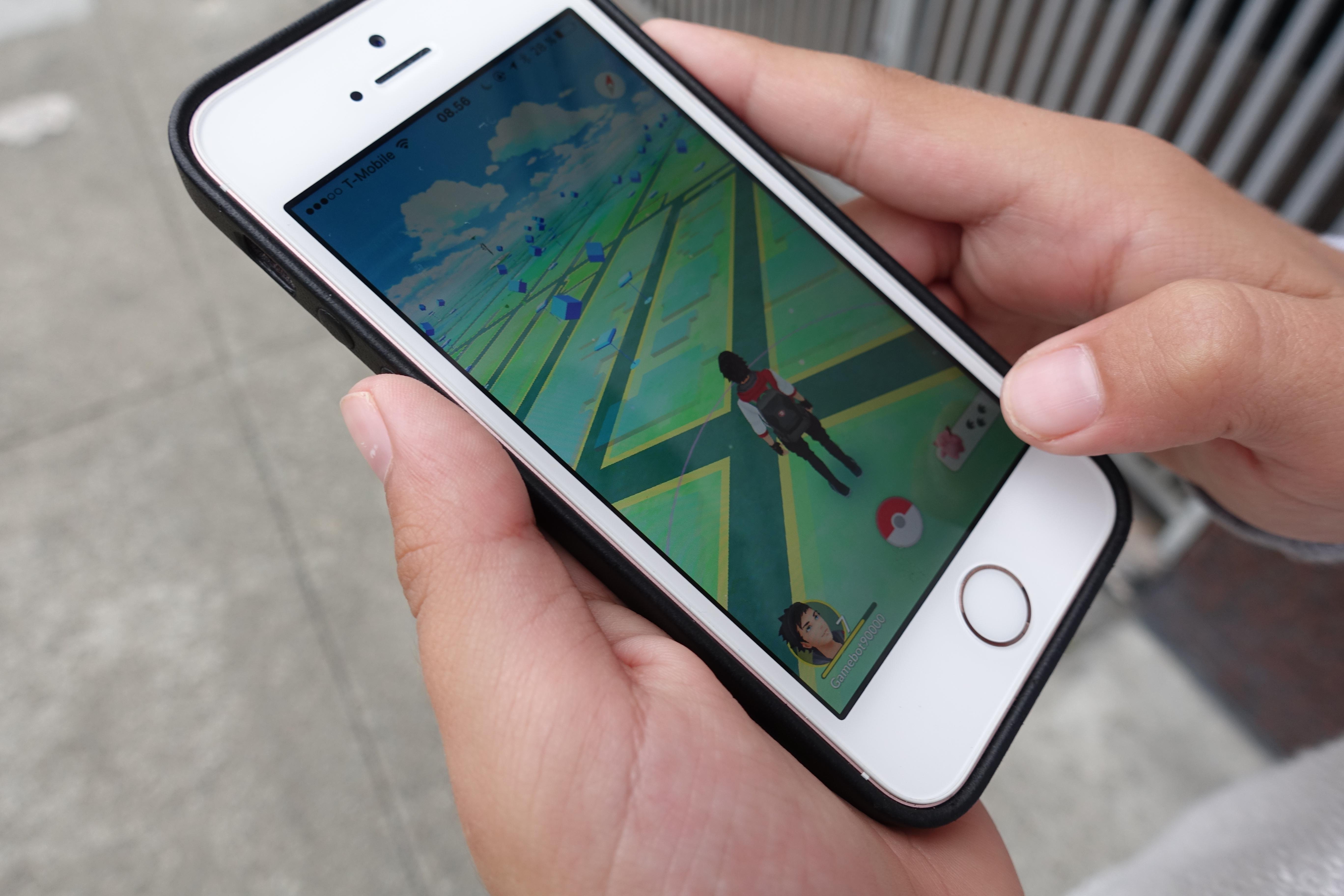 Locke mener man oftere bør ha mulighet til å se gjennom mobil-kameraet og mindre på det kjedelige grønne kartet.