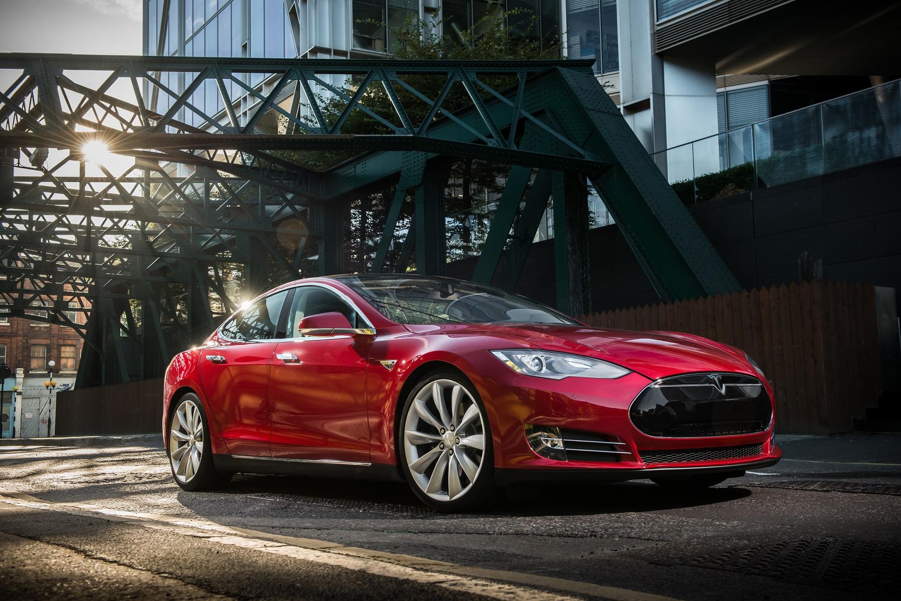 Det ble funnet en DVD-spiller i Teslaen som var involvert i en dødskrasj.