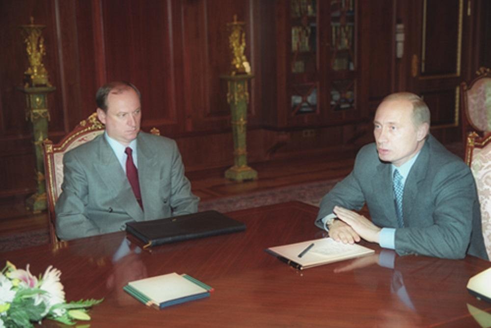 Vladimir Putin og den tidligere sjefen for FSB, Nikolai Patrushev, i 2000.