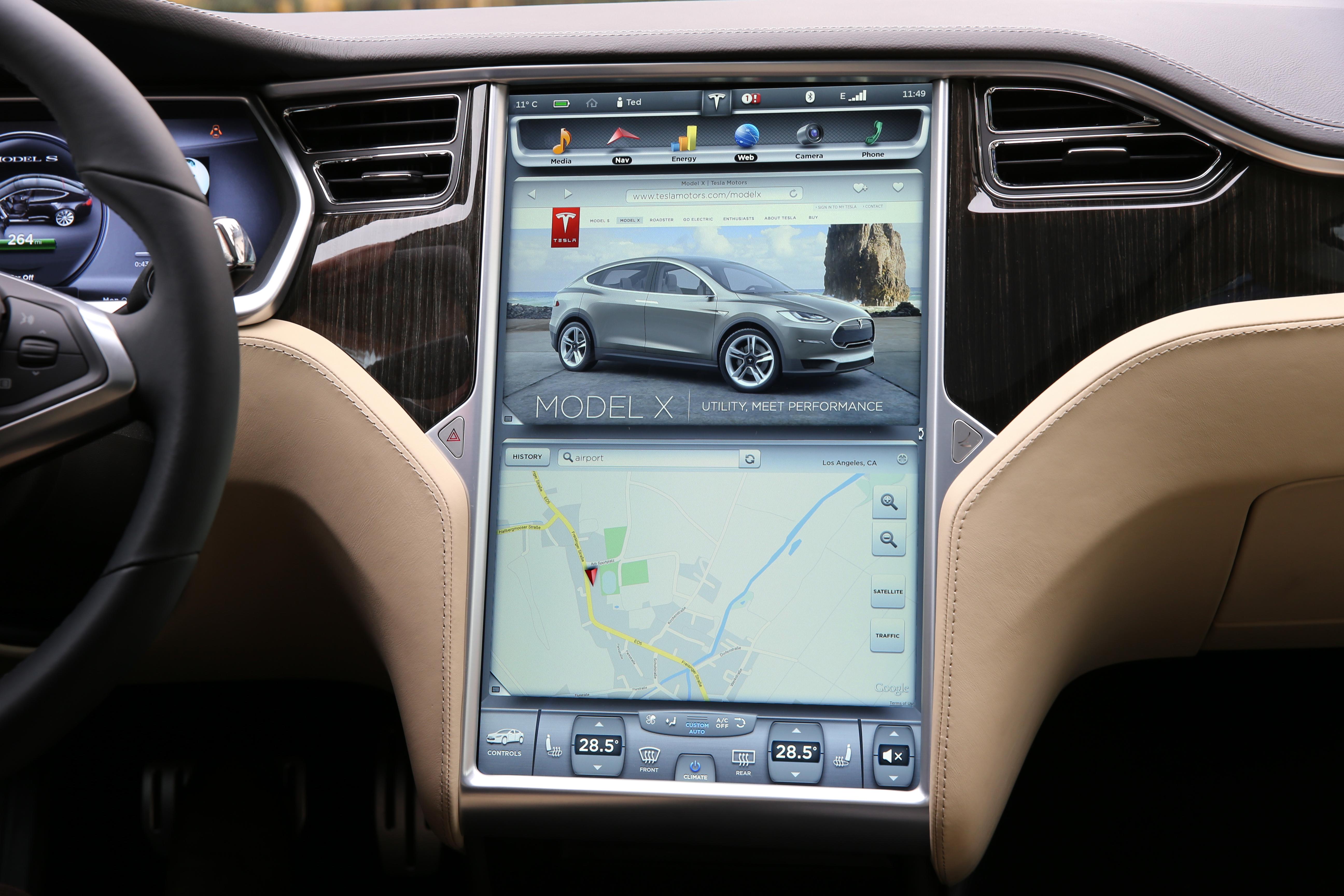 Forskere hevder de kan lure autopiloten som sitter i Tesla.