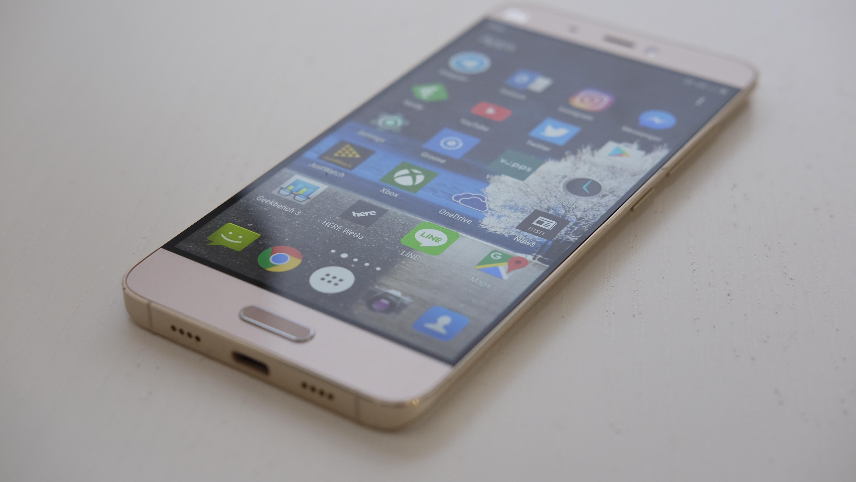 En skjerm i full-HD holder i massevis på en 5-tommers mobil.