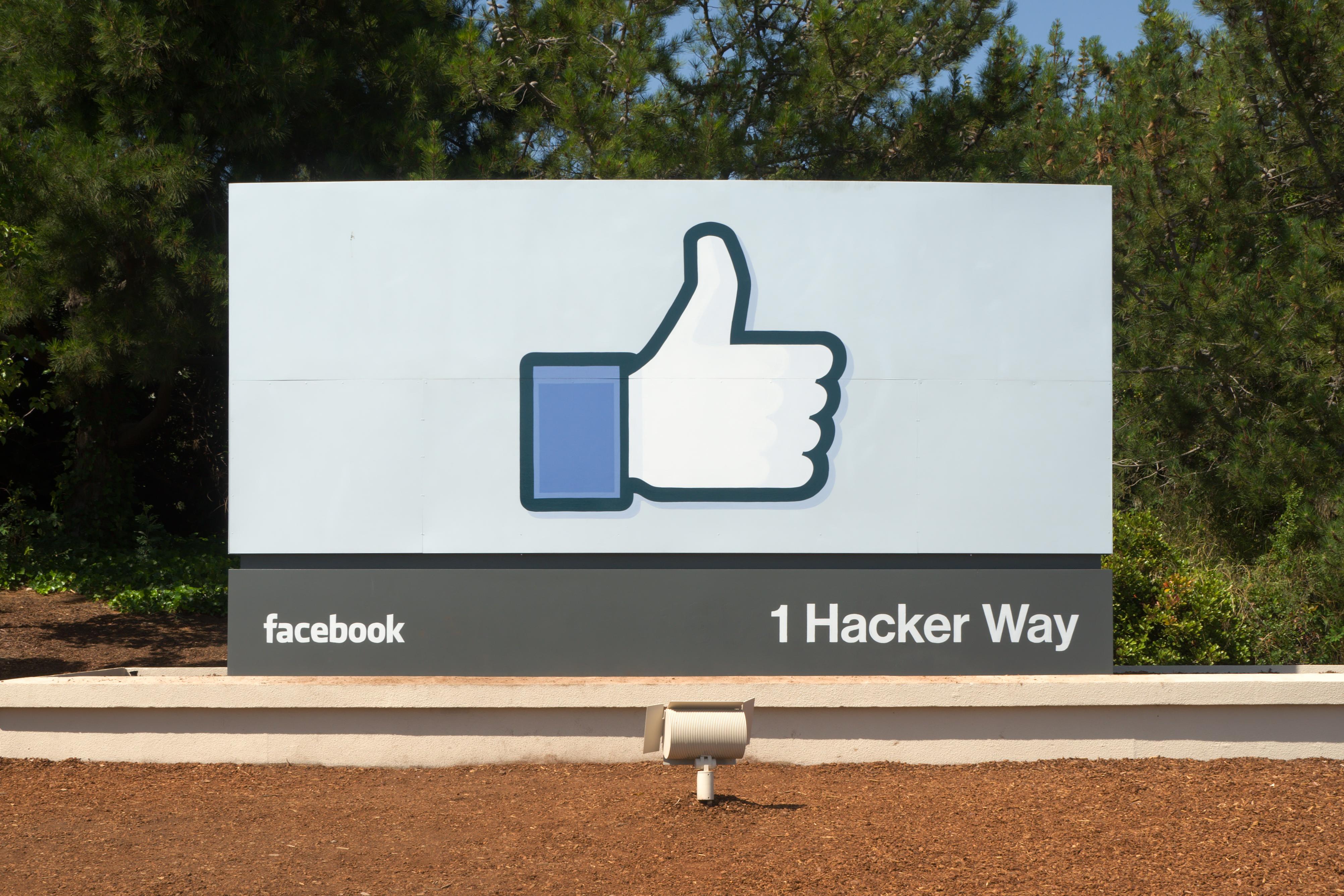 Facebook beskytter omsetningen sin og fortsetter kampen mot programvare som blokkerer annonser.