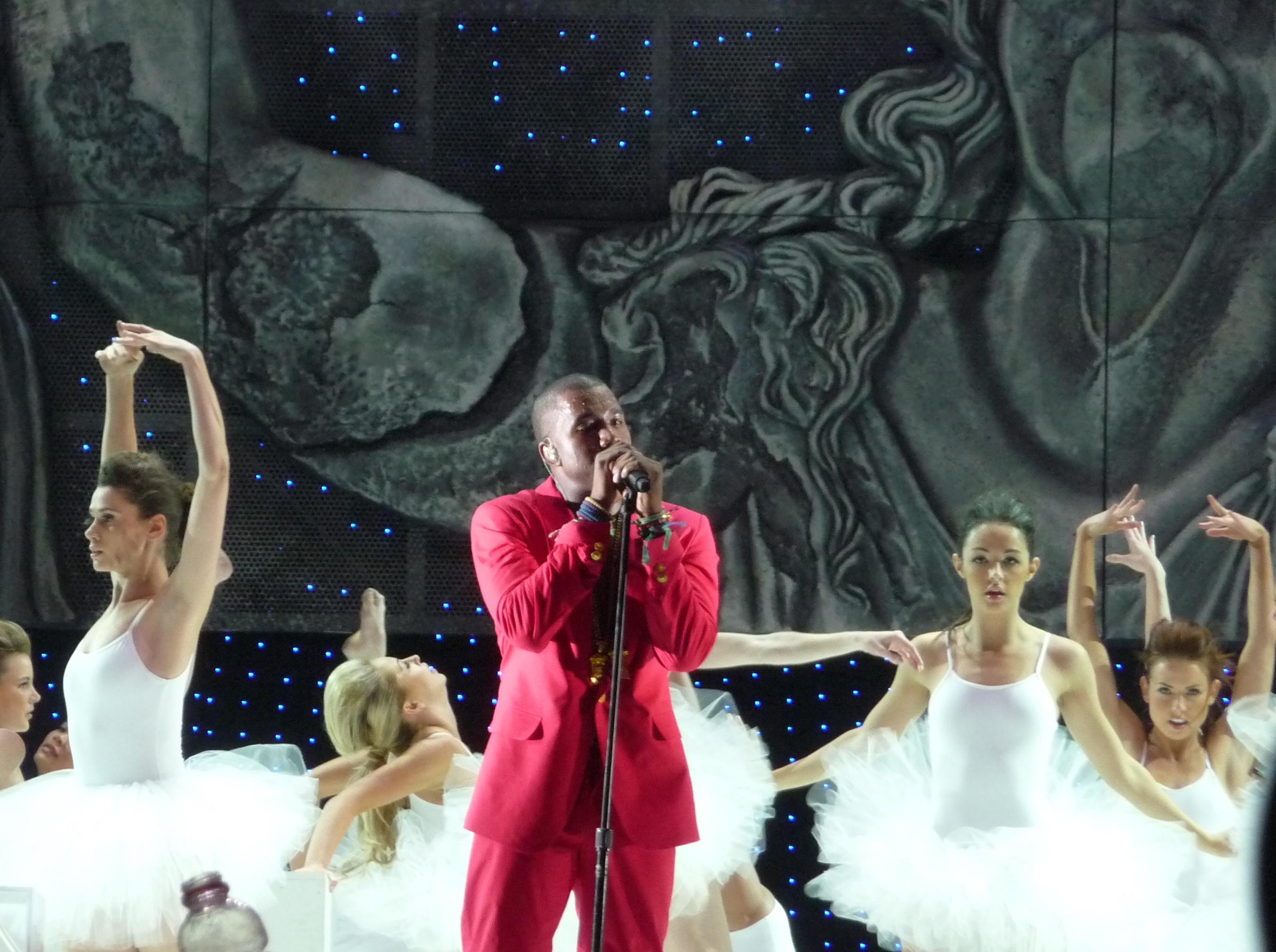 Kanye West ønsker at Apple skal kjøpe TIdal. Her under en konsert i 2011.
