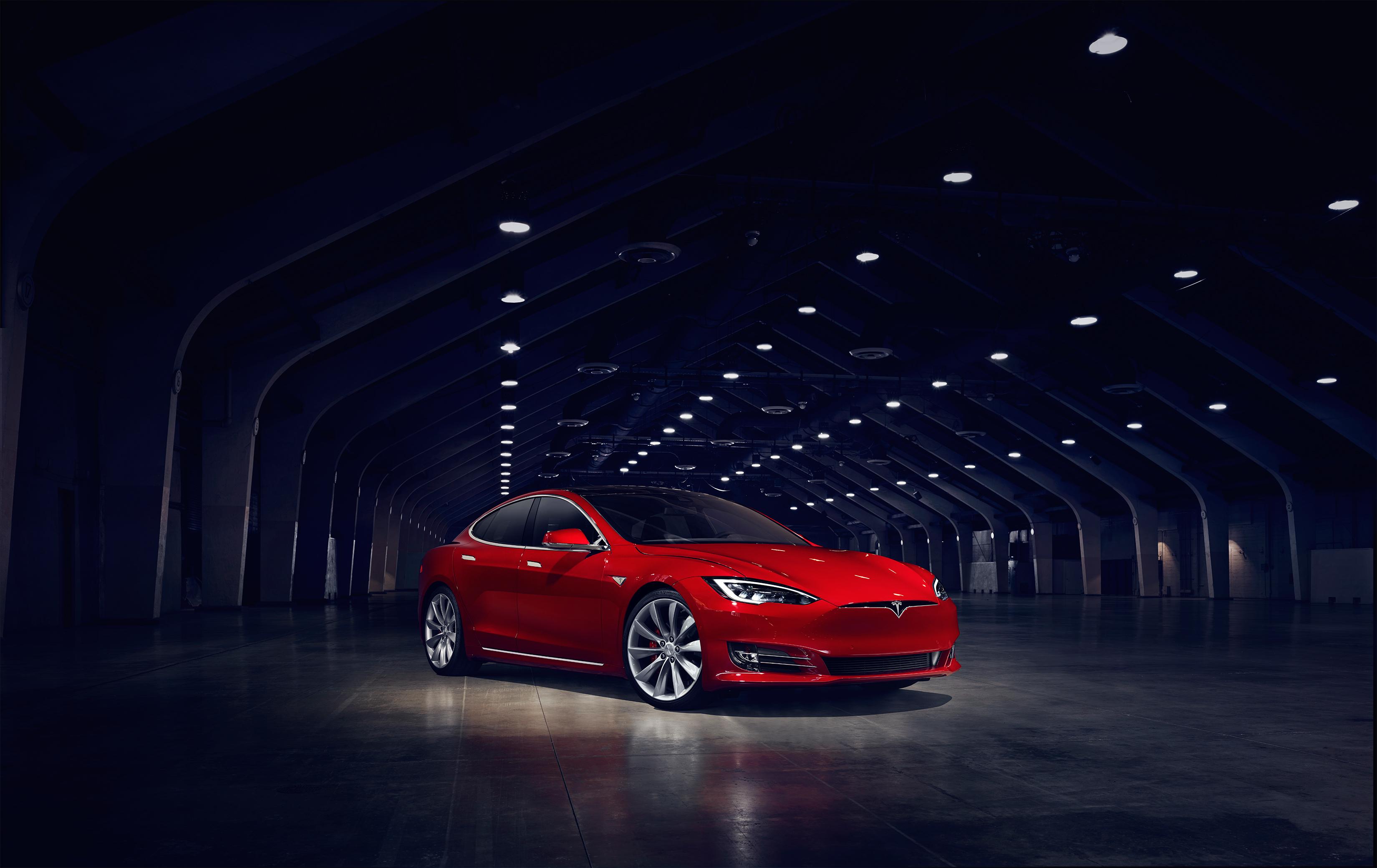 Tesla bekrefter at de har lagt inn bud på SolarCity.
