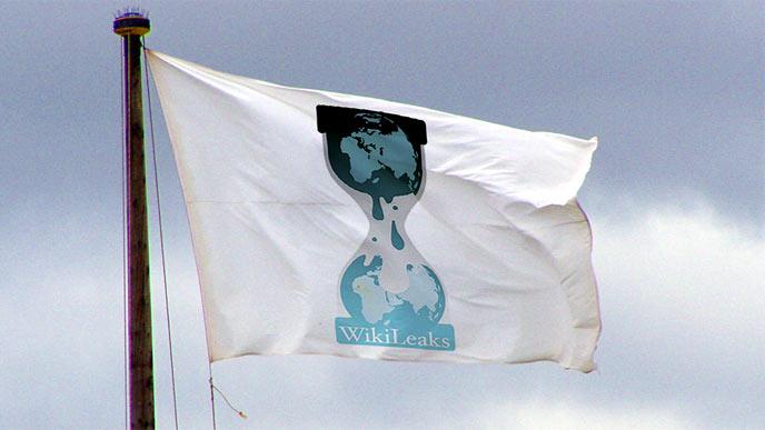 WikiLeaks får kritikk etter å ha publisert informasjon om uskyldige personer.