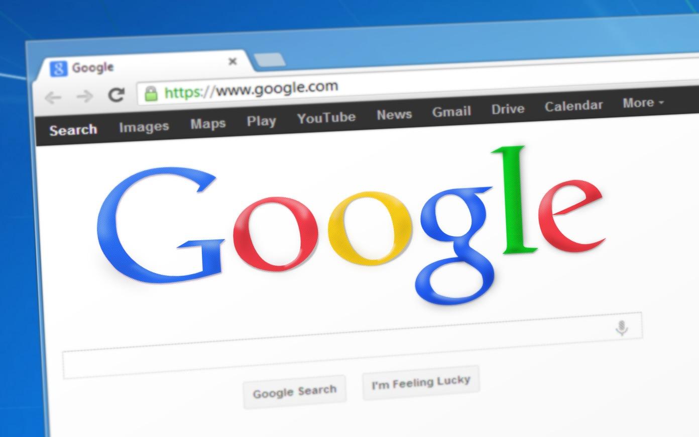 En britisk informasjonssikkerhets analytiker hevder at Google bør fikse påloggingssidene sine.