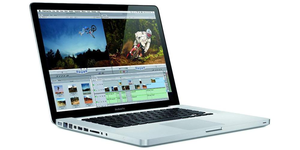Apple får kritikk for blant annet å selge denne MacBooken fra 2012.
