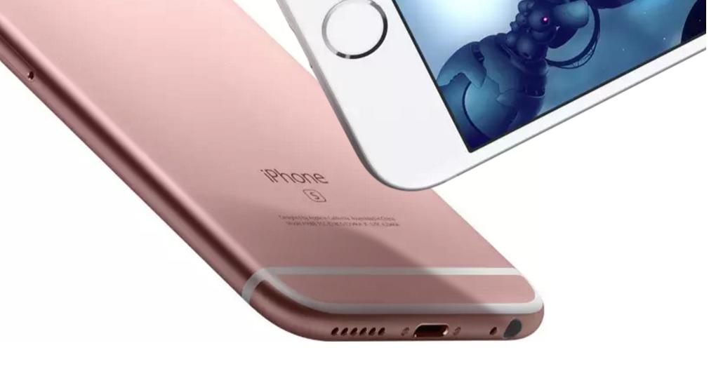 iPhone 6s har 3,5 mm-utgang på høyre side i dette promobildet fra Apple. De nye modellene får høyttalergriller på begge sider, men neppe høyttalere i begge.