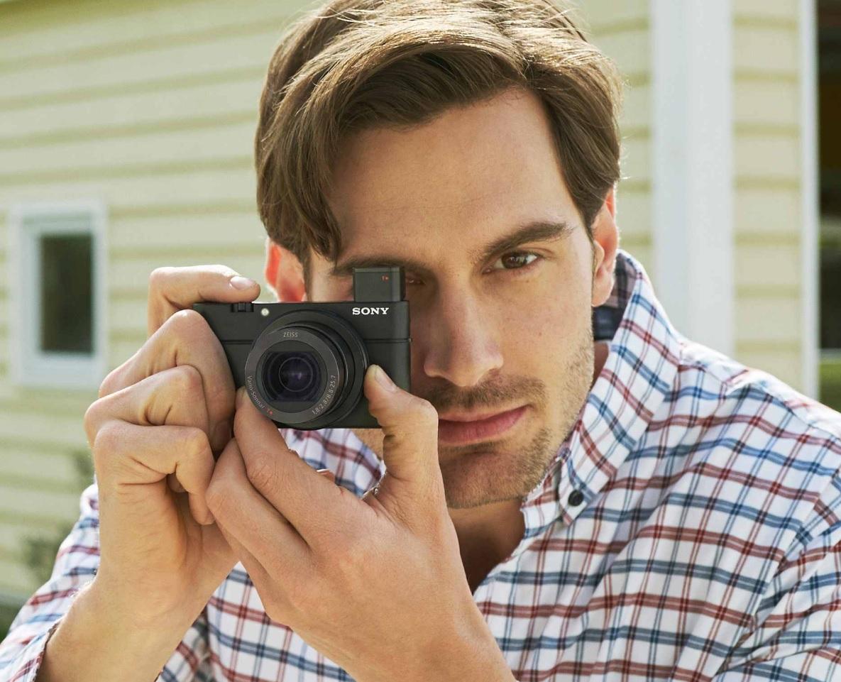 Sonys kompaktkamera RX100 IV er en av de mest kostbare på markedet og har blitt bejublet av anmelderne. Hvordan gjør dette produktet det mot Galaxy S7 Edge og iPhone SE?