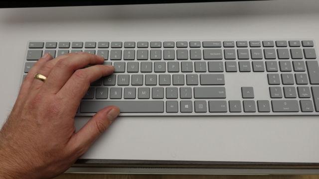 Det nye, flate, Surface-tastaturet.