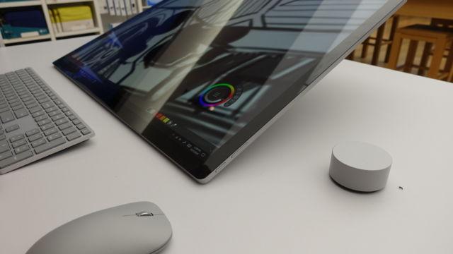Surface Studio er en veldig lekker alt-i-ett-PC med en veldig stor flerberøringsskjerm myntet på kreative. Likevel er dette en drømme-PC for de fleste av oss, uansett hva jobben eller interessene våre er.