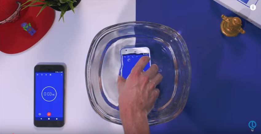 YouTuberen Jonathan Morrison ekstremtester Gooles Pixel-telefon.