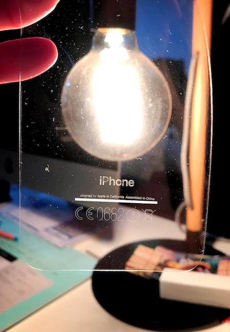 Man får om ikke annet en unik iPhone med null tekst på baksiden. Ganske kult, spør du oss, men ønsker du ikke det samme vær varsom.