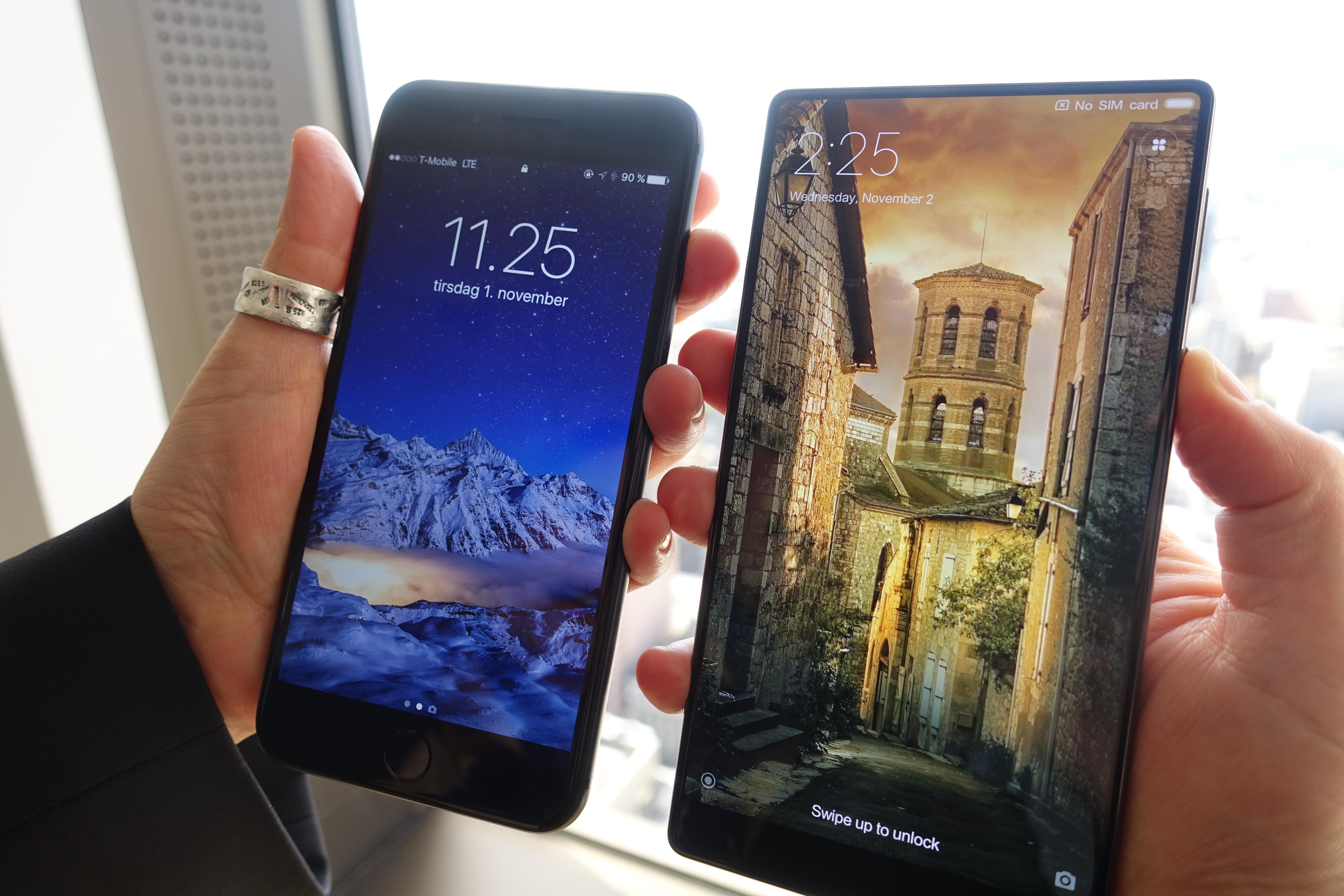 iPhone 7 Plus til venstre, Mi Mix til høyre. En av disse designene har en fremtid...