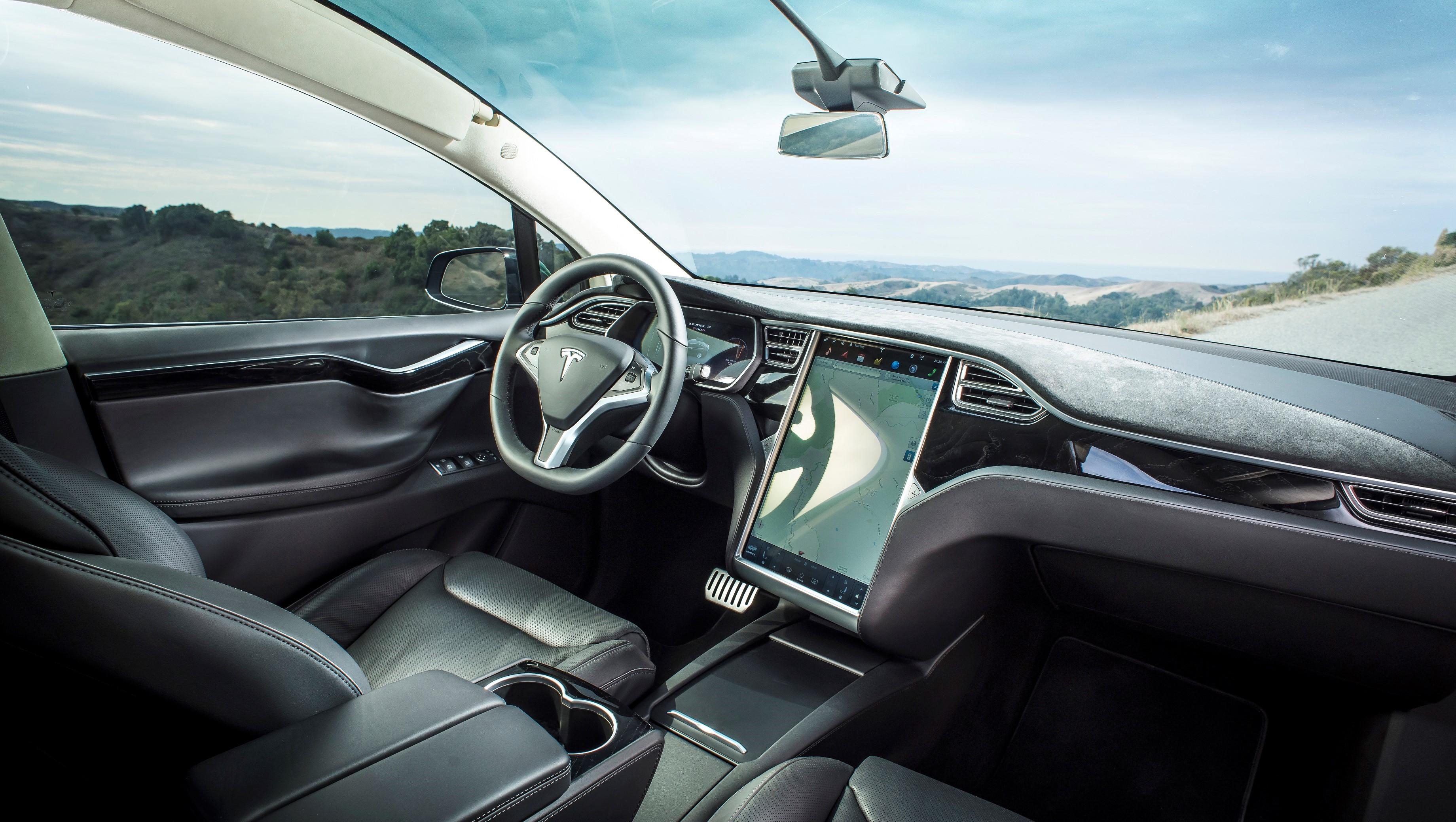 Snart kan du oppgradere Teslaen din direkte på skjermen.