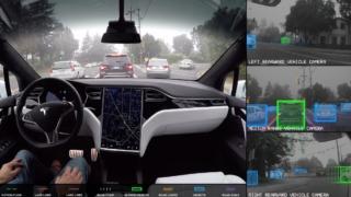 Se hva Tesla Autopilot ser