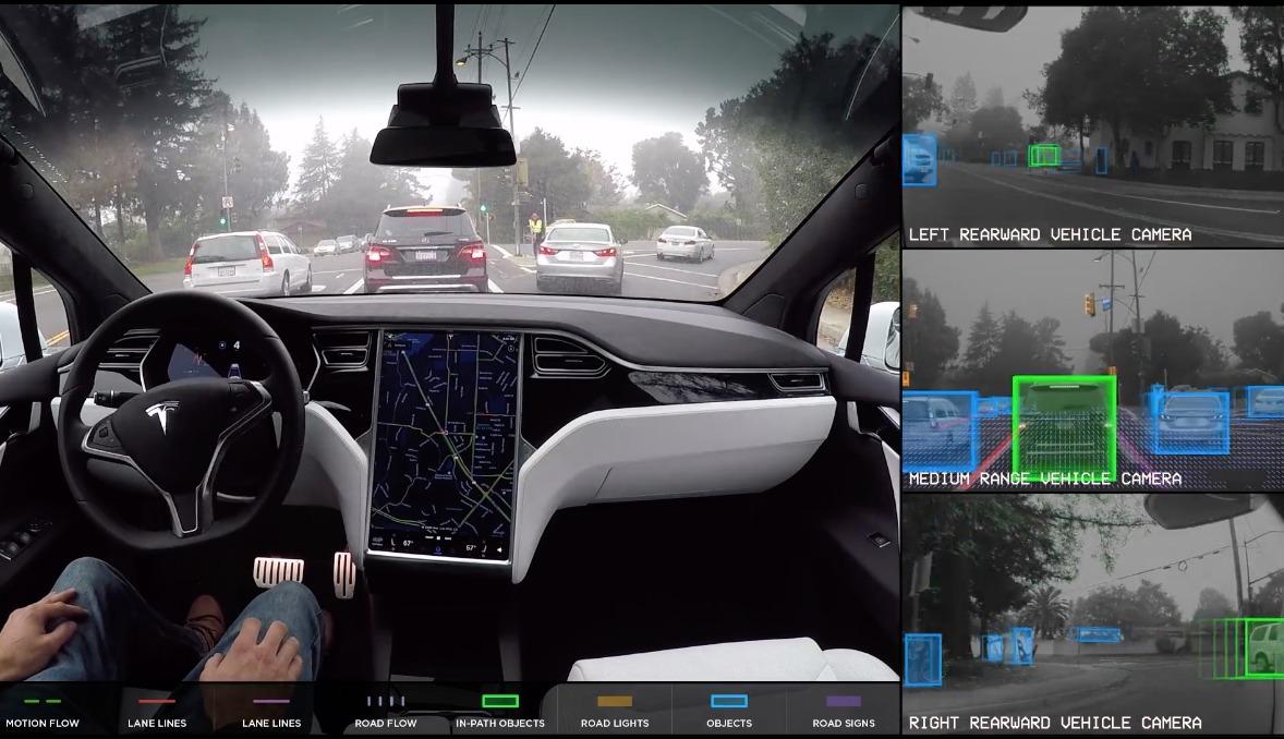 Her kan du se hva Teslaens helautonome system registrerer.