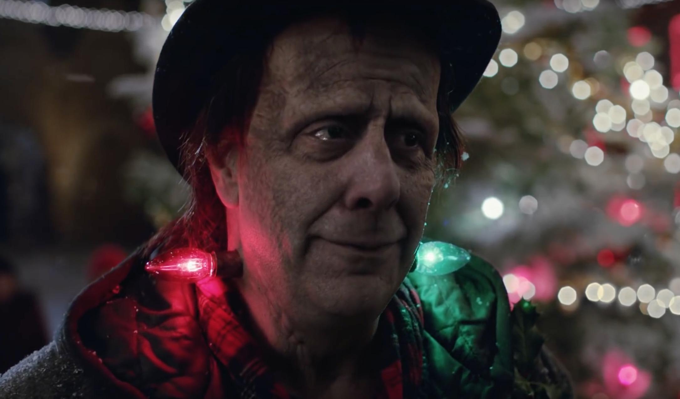 Apples nyeste julereklame er litt rar, men effektiv?