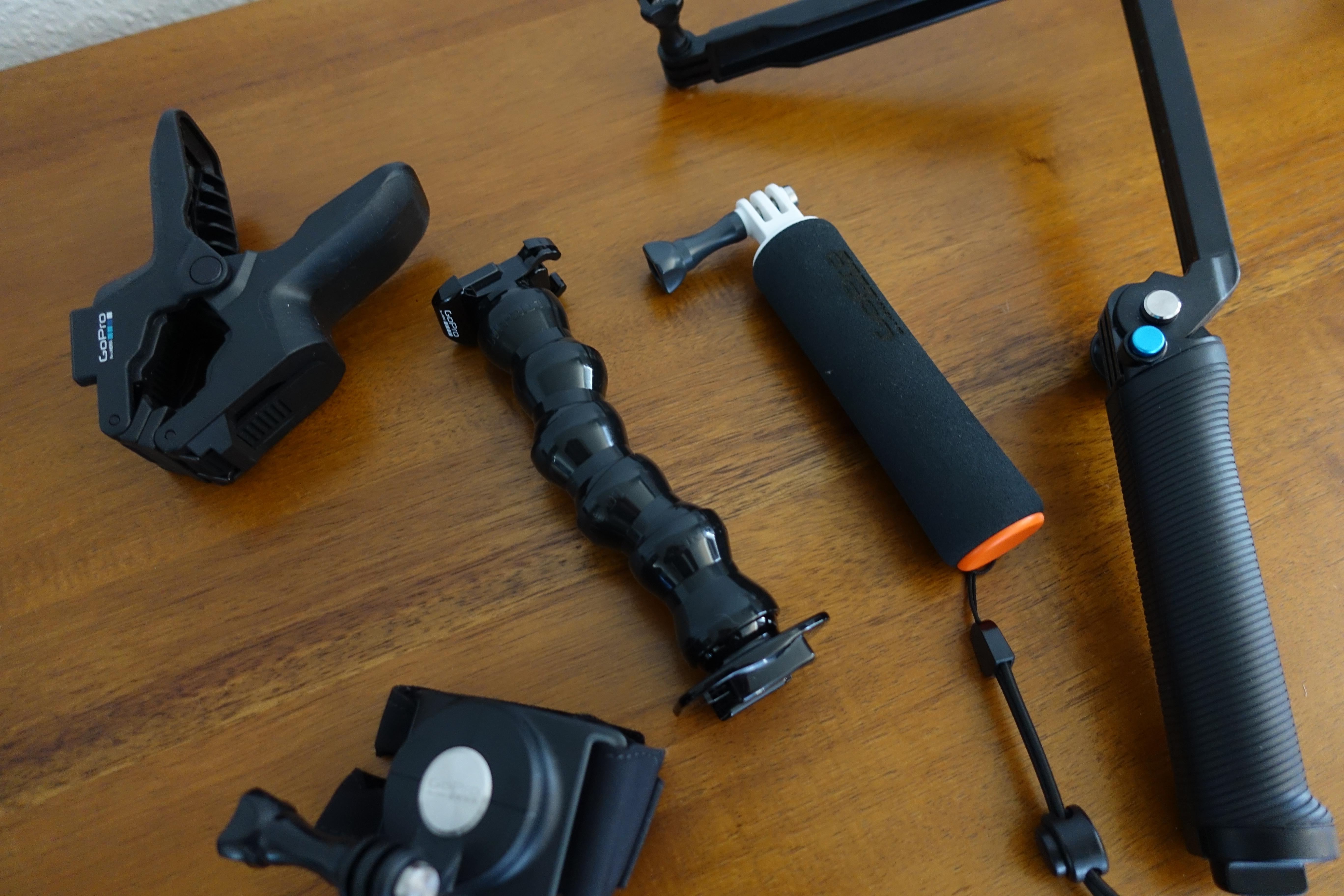 Det er et absolutt hav av tilbehør til GoPro-modellene, og alt fungerer på begge.