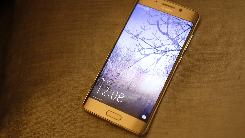 Vår anmelder mener at Huawei Mate 9 Pro er en av årets beste smarttelefoner.