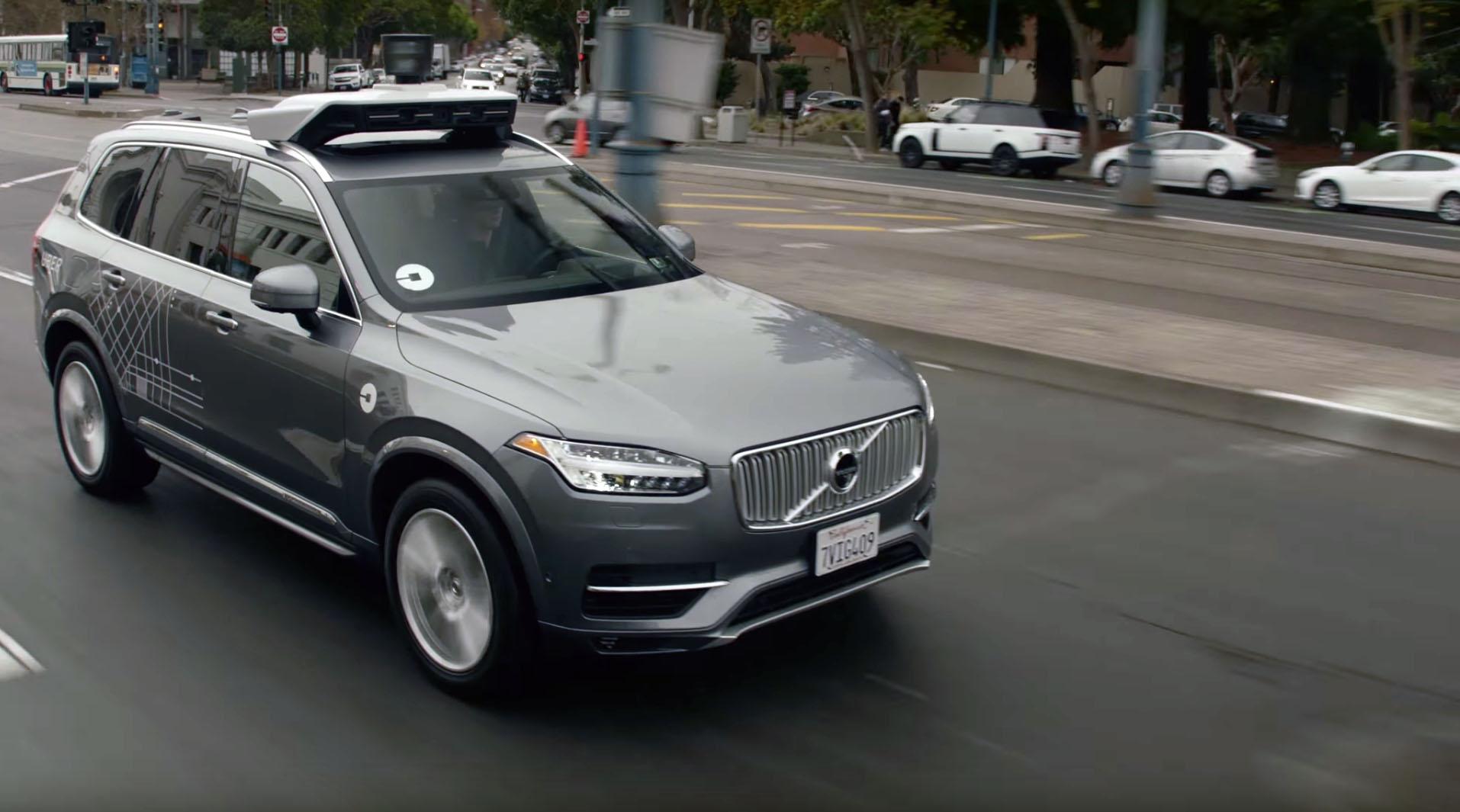 Ikke så selvkjørende likevel. Uber mener de selvkjørende bilene deres fungerer mer som Teslas autopilot.
