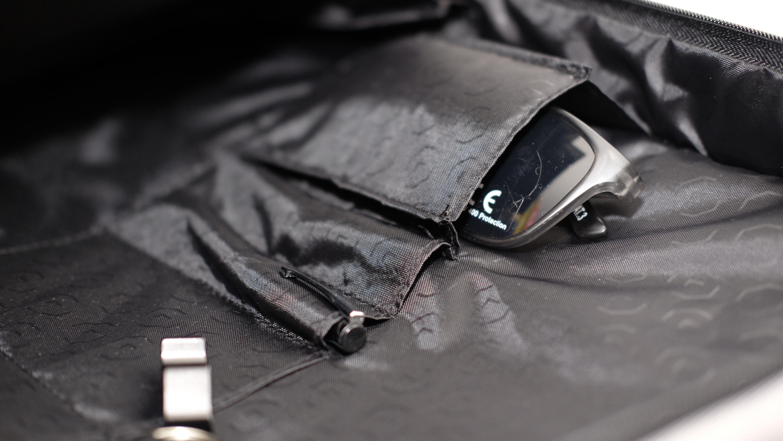 Lifepack har egen polstret lomme for solbriller.