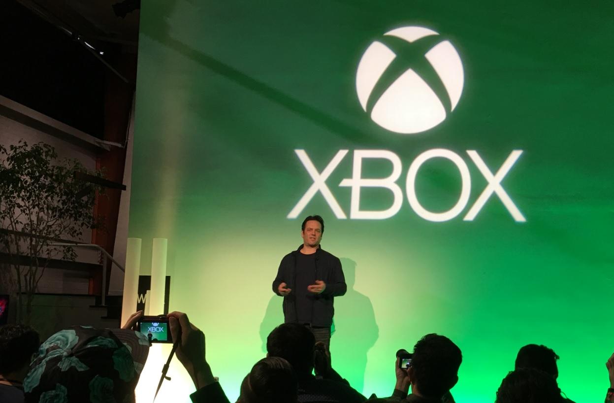Kommer Xbox 360 til Windows 10? Døra er på gløtt. Avbildet: Phil Spencer.