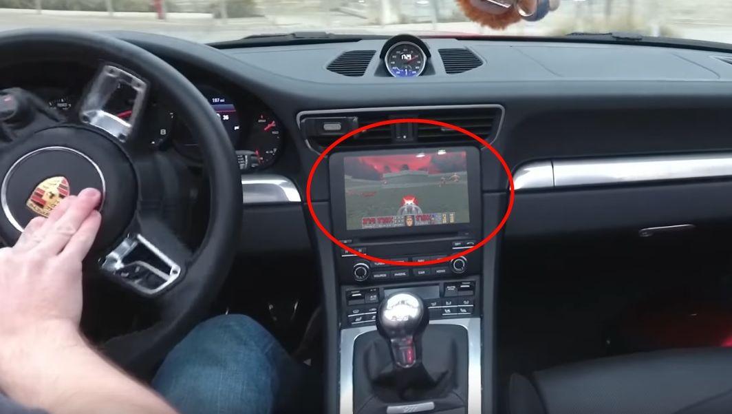 ITavisen fraråder alle å bryte loven ved å ikke følge med på veien når man kjører.
