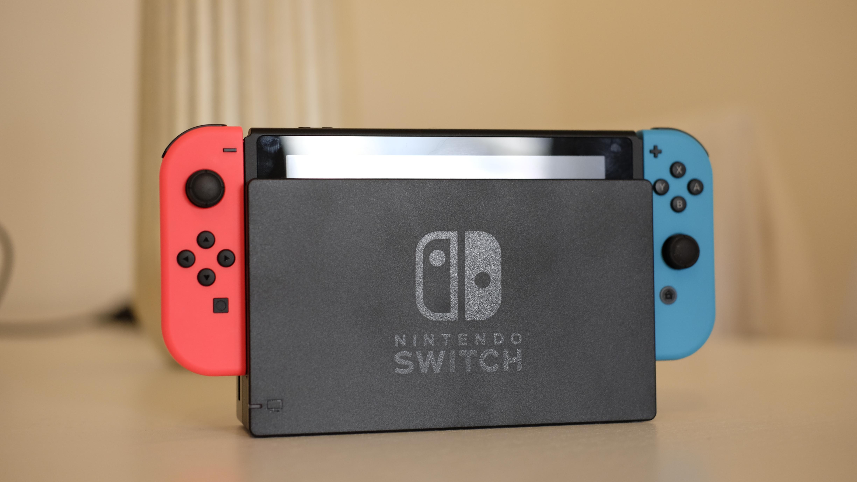Å sette Switch i dokken er så enkelt som det får blitt.