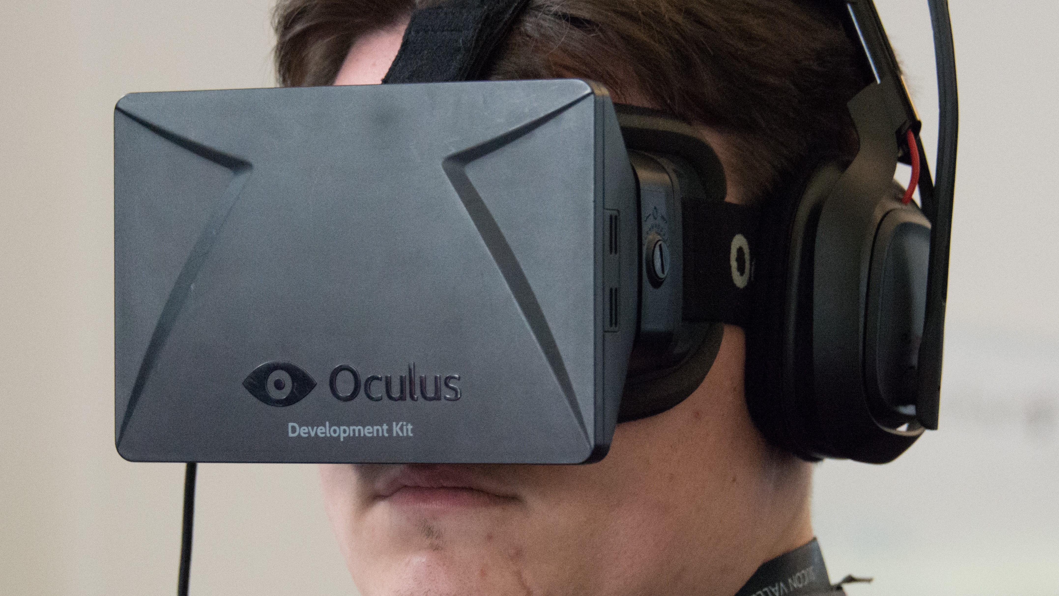Palmer Luckey forlater Oculus og Facebook.