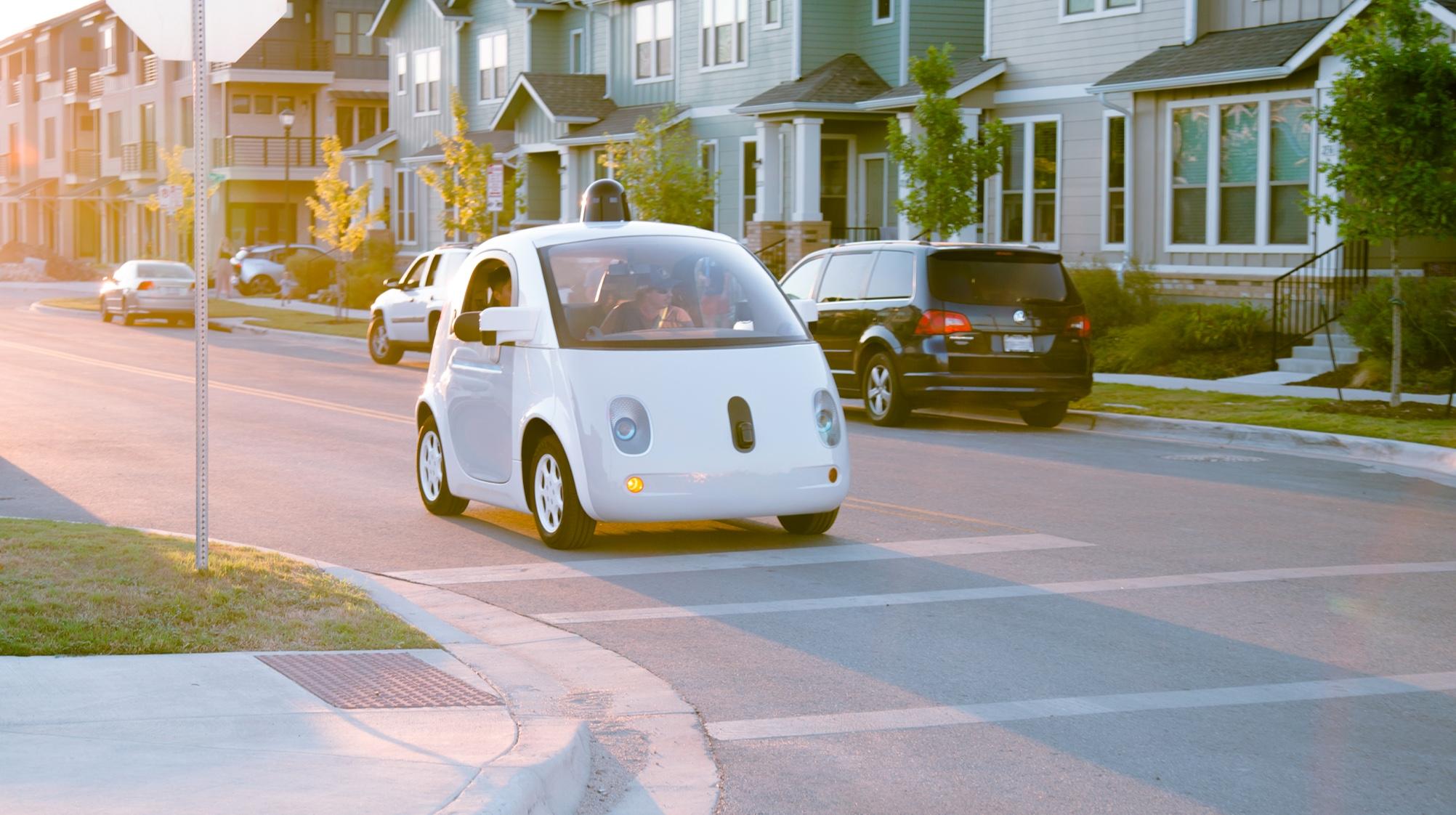 Google/Waymos selvkjørende biler vil snart ikke trenge ratt og sjåfør, som har vært kravet i California frem til nå.
