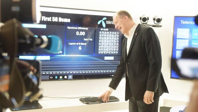 Samferdselsminister Ketil Solvik-Olsen fikk æren av å starte den første 5G-testen på norsk jord.