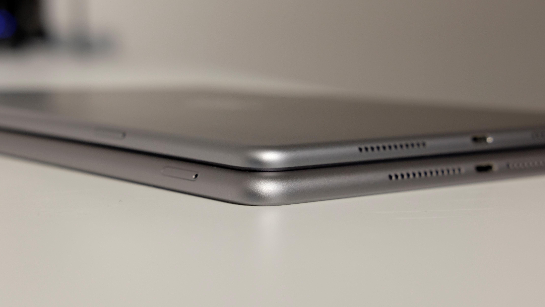 iPad 9,7 er litt tykkere enn Pro.