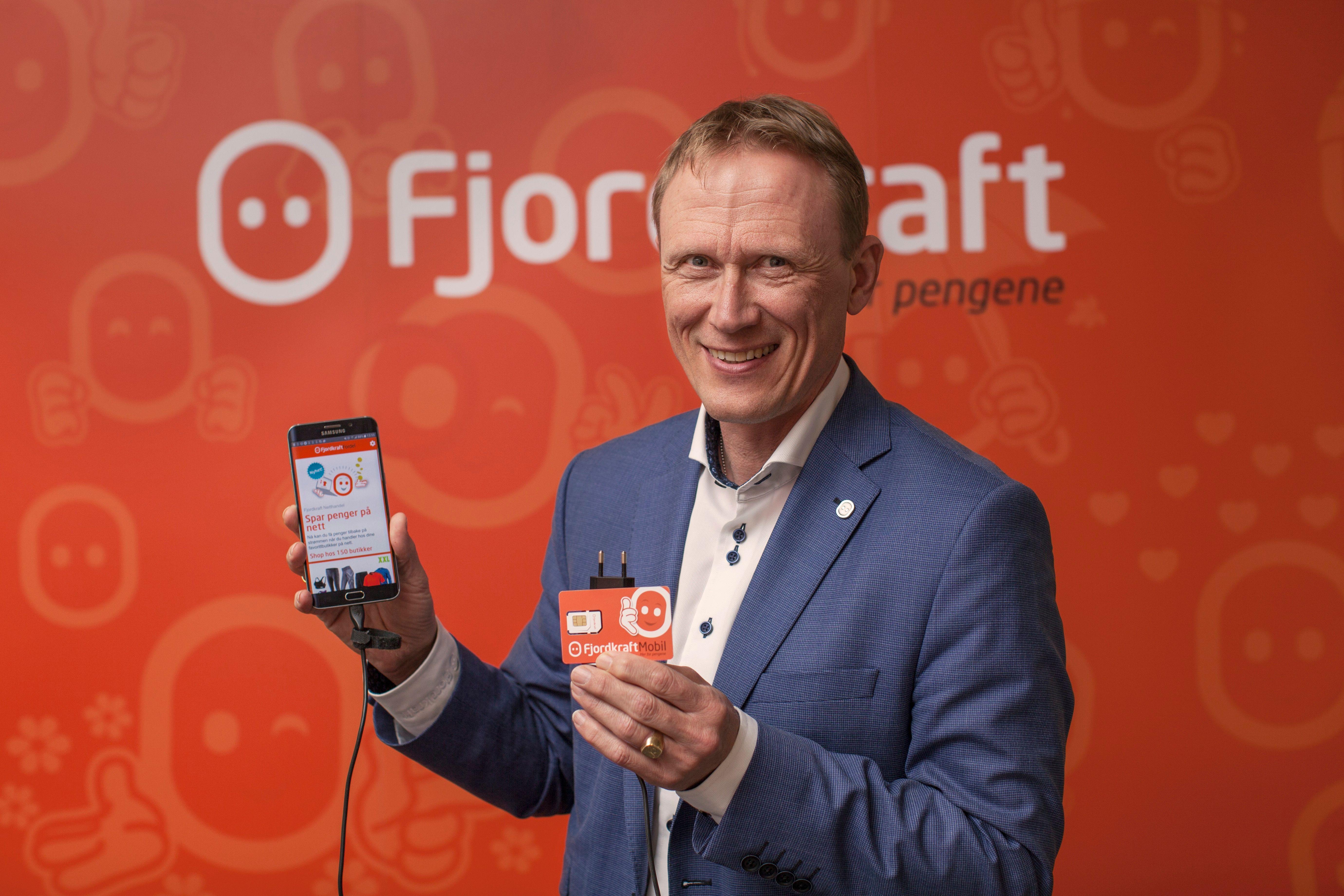 Nå skal Fjordkraft også levere mobiltelefoni. Her administrerende direktør Rolf Barmen