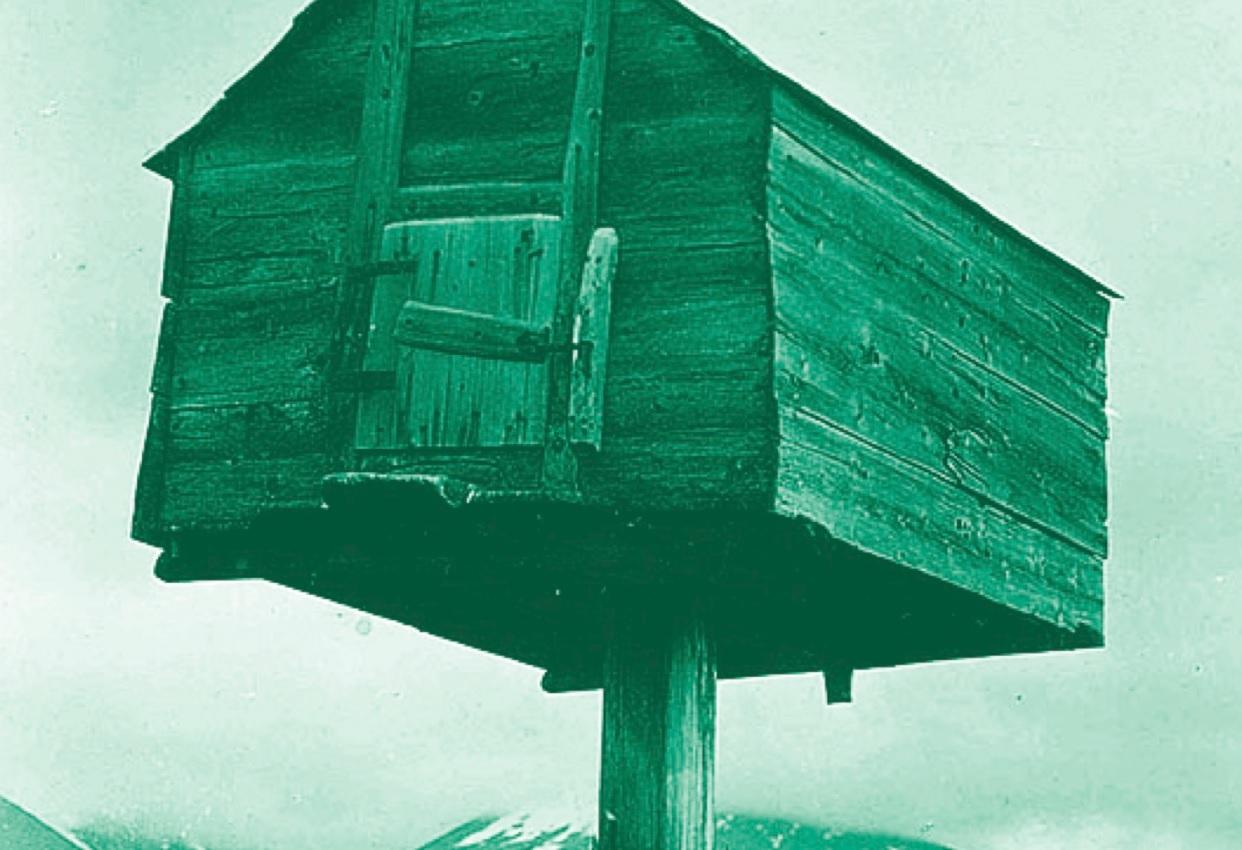 Njalla er navnet på slike hytter samefolket brukte for å holde rovdyrene unna.