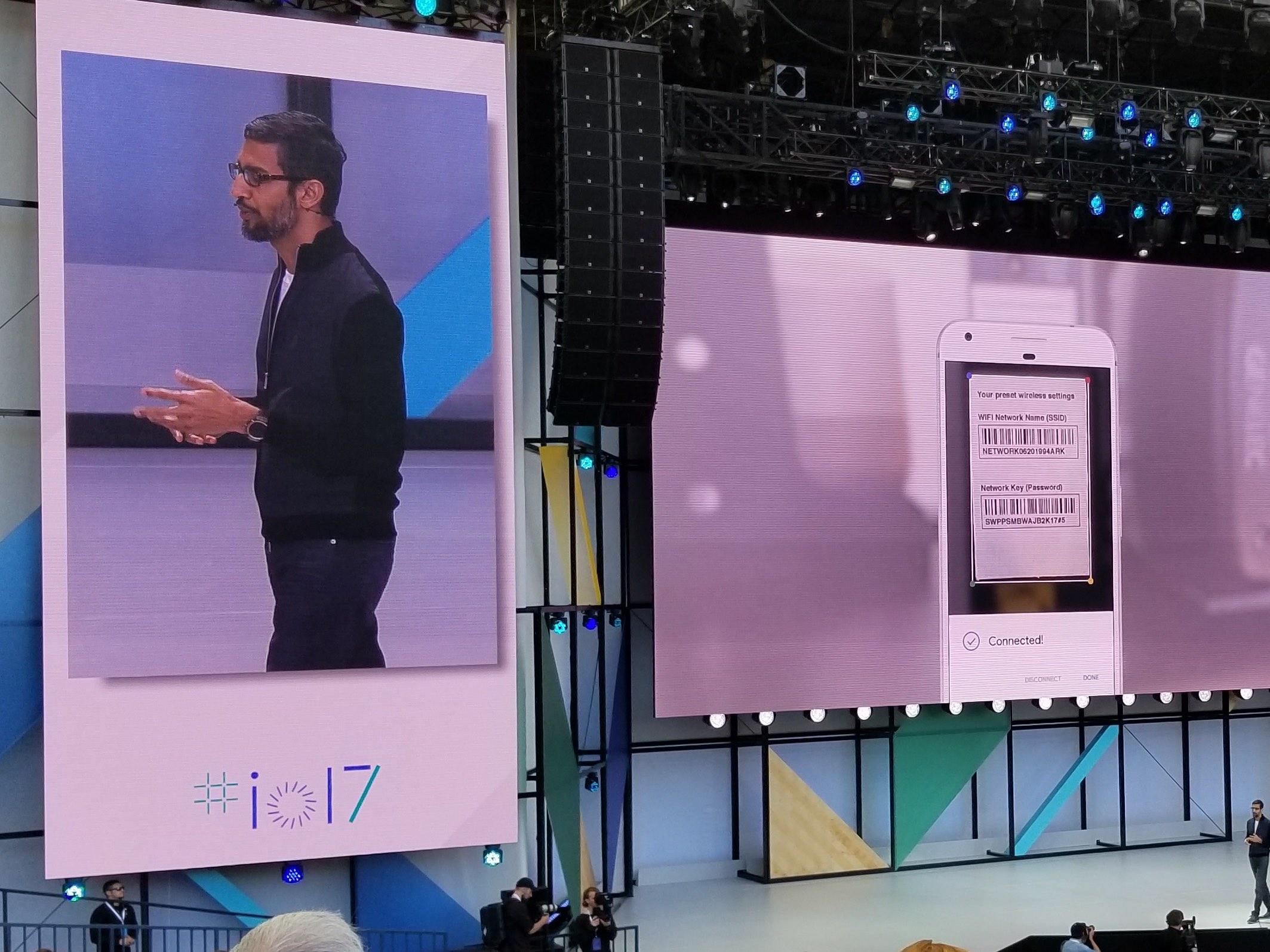 Google Lens er et AI-kamera som vet hva du ser på, og kan lagre WiFi-passordet bak på ruteren.