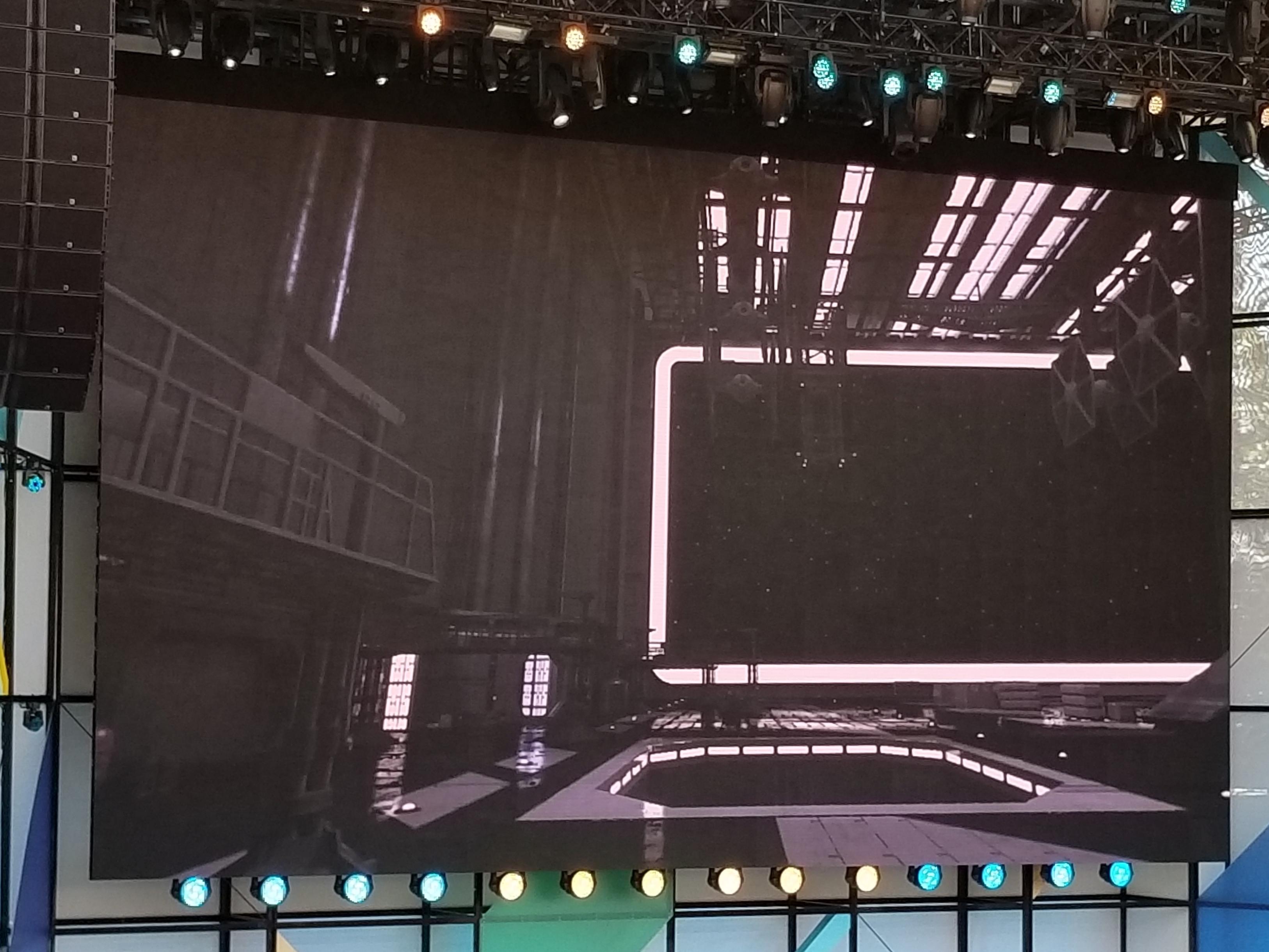 Google viste frem en Star Wars-demo med mange GB med teksturer som blir krympet og deretter sendt til mobilen med VR-headset. Grafikken blir på den måten mye bedre. Vi får vite mer om teknologien senere i år.