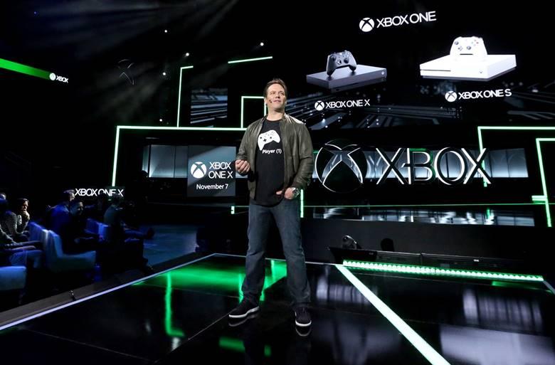 7. november lanseres Xbox One X i Norge til 4999 kroner. På scenen: Xbox-sjef Phil Spencer.